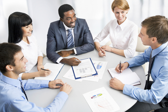 Business group meeting portrait-Article-201509011601
